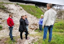 Käesoleval aastal Maasilinnal toimunud väljakaevamisi tutvustas arheoloog Tõnu Sepp. Foto Krista Karro.