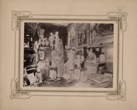 Raadi mõisa kabinet enne viimaseid ümberehitusi 1901.–1905. a. Connoisseur'i (eesti k 'asjatundja') kabinetti on alati koondunud põnevaimad kunstiteosed, uusimad leiud ning vajaminevaim kirjandus ja võrdlusmaterjal. Foto Eesti Ajaloomuuseum