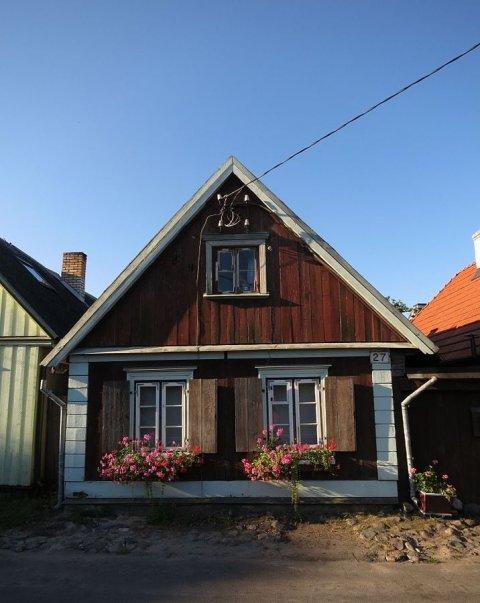 Fotol Pärnus Auli tänaval asuv ehitismälestisest elamu, mis sai toetust katusetöödeks. Hoone pärineb 18. sajandi I poolest. Foto Wikipedia