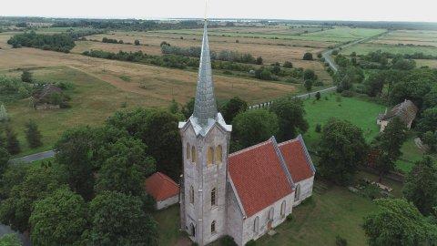 Jõelähtme kiriku restaureeritud tornikiiver. Foto Muinsuskaitseamet.
