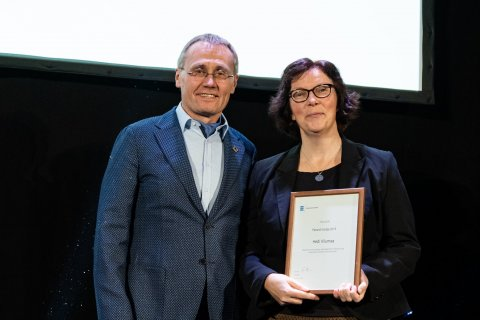 Kultuuriminister Tõnis Lukas ja Hedi Vilumaa - aasta pärandi hoidja 2019. Foto: Aron Urb