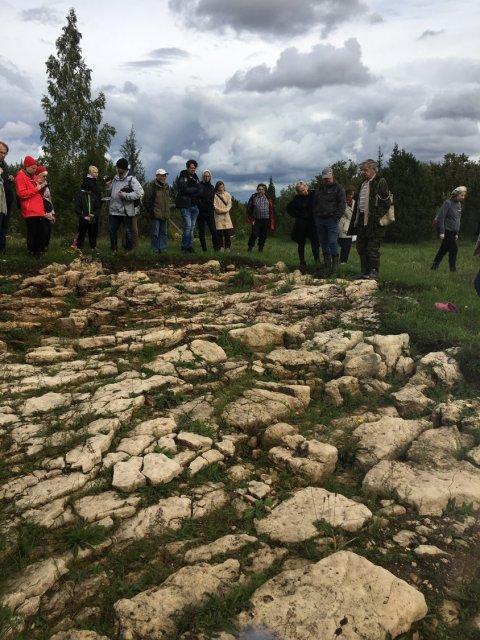 Muinsuskaitsepäevade arheoloogiaretk Kuresel.