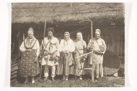 Kihnlased 1894, ERM Fk 172:10, Eesti Rahva Muuseum, http://www.muis.ee/museaalview/623513