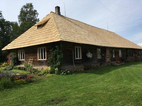 2019. aasta vooru toetuse abil uue laastukatuse saanud Kajaku talu Viljandimaal. Foto: erakogu